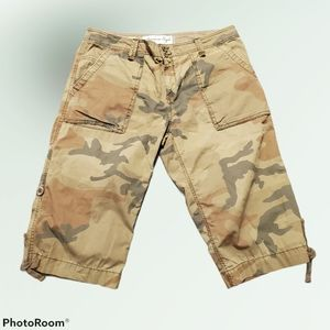 American Eagle capri camouflage pants, size 12